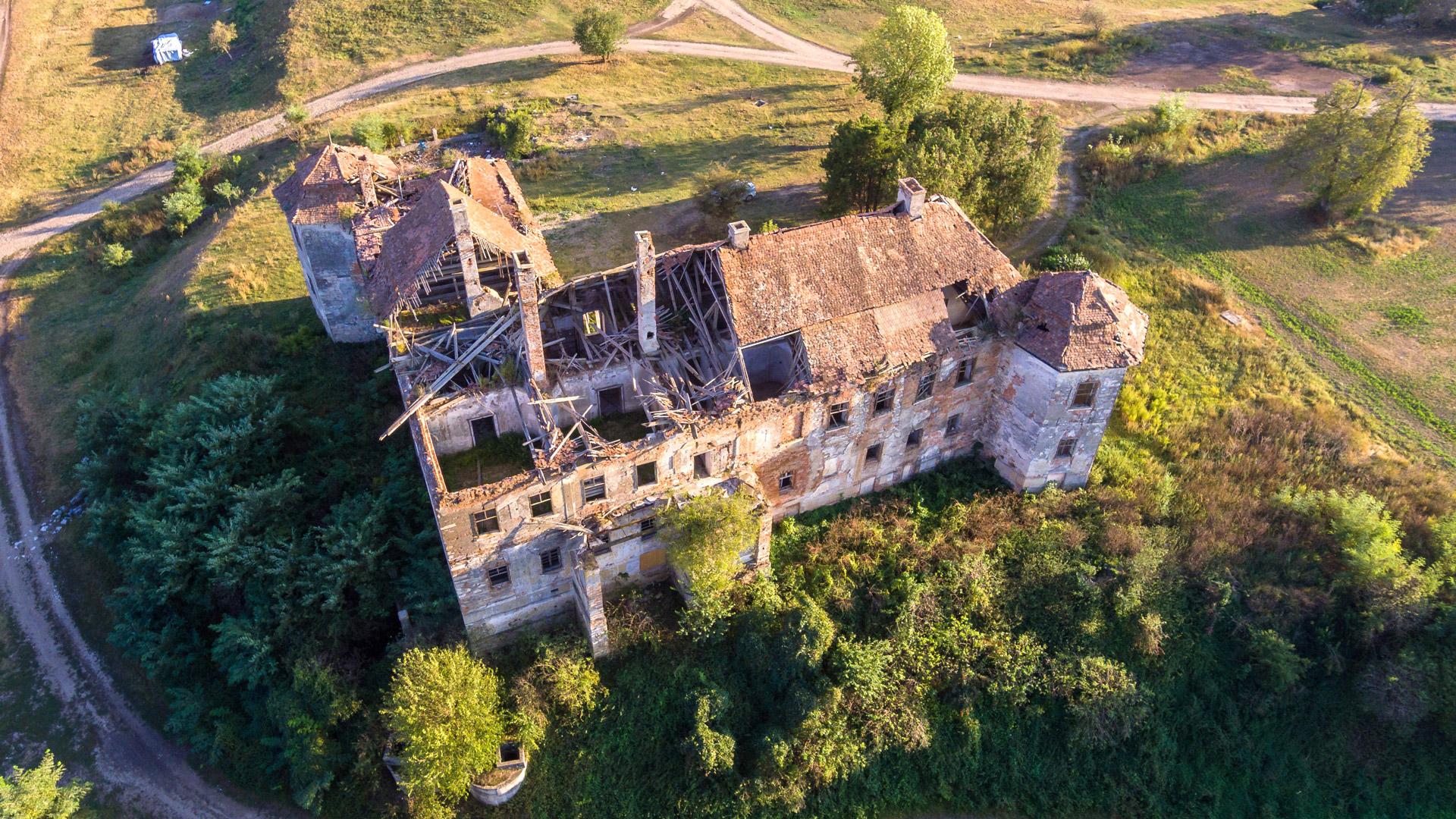 vision aerienne par drone d'une toiture